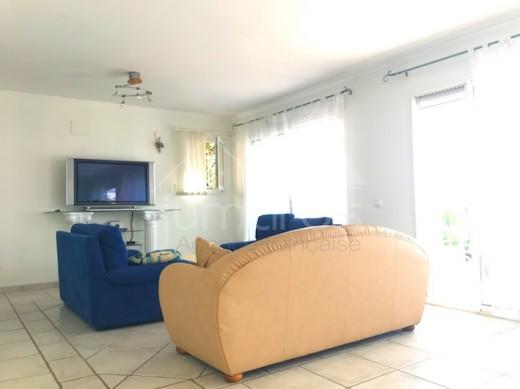 Villa 4 chambres, grande terrasse, parking et piscine privés