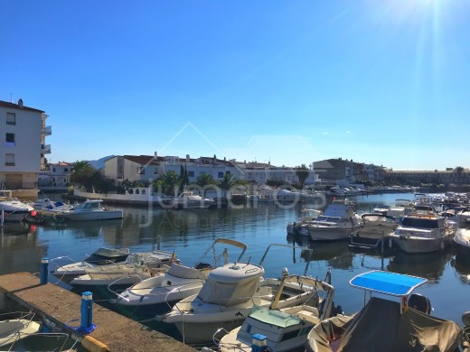 43m2, canal view, parking and mooring