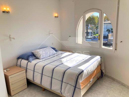 Villa 4 chambres et studio indépendant, parking, garage, amarre