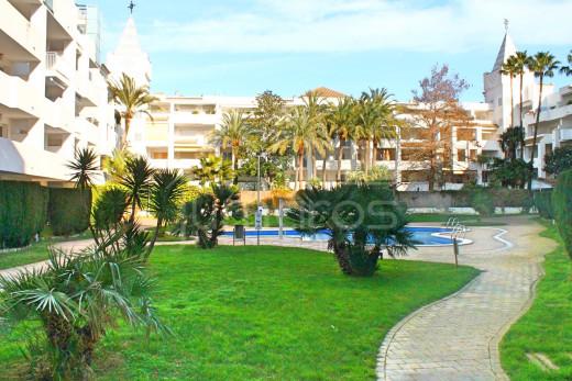 Rez-de-chaussée, 1 chambre, terrasse et piscine communautaire