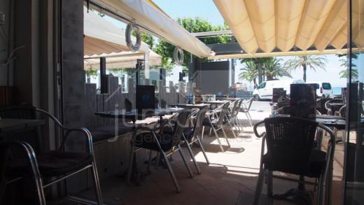 Trapaso bar-restaurante en primera línea