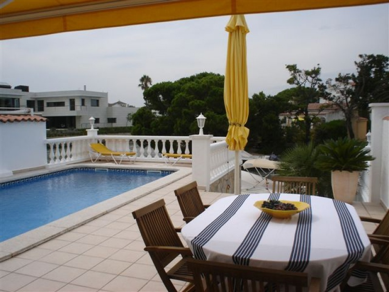 Empuriabrava belle maison de plain pied avec piscine - Belle maison plain pied ...