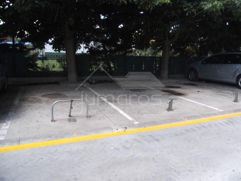 parkings avec sabots proche plage et commerces empuriabrava. Black Bedroom Furniture Sets. Home Design Ideas