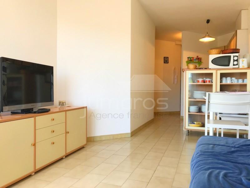 bel appartement en duplex avec parking empuriabrava. Black Bedroom Furniture Sets. Home Design Ideas