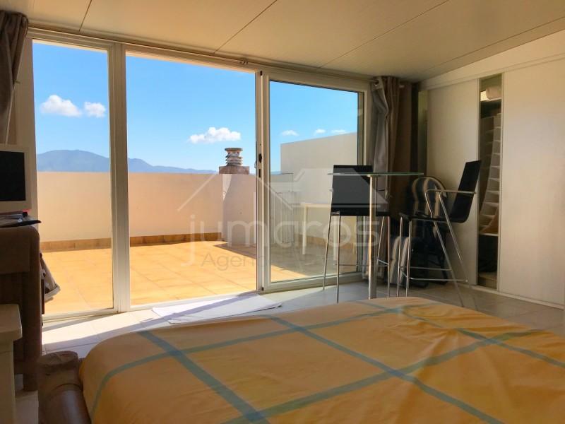bel appartement en duplex avec amarre empuriabrava. Black Bedroom Furniture Sets. Home Design Ideas